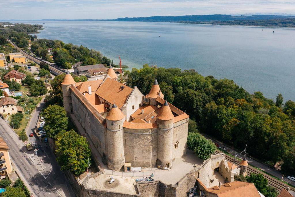 Vue extérieure du château de grandson